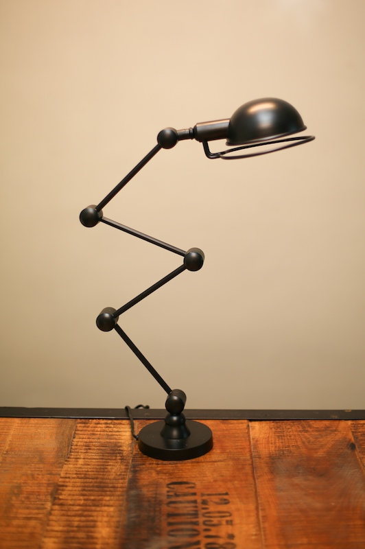 HEIGHT RETRACTABLE POWDER COATED DESK LAMP